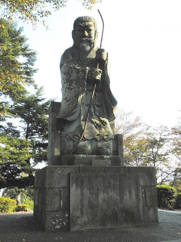 Statue of Emperor Kaitai