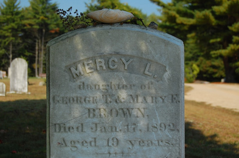 Mercy Brown's gravestone in the cemetery of the Baptist Church in Exeter