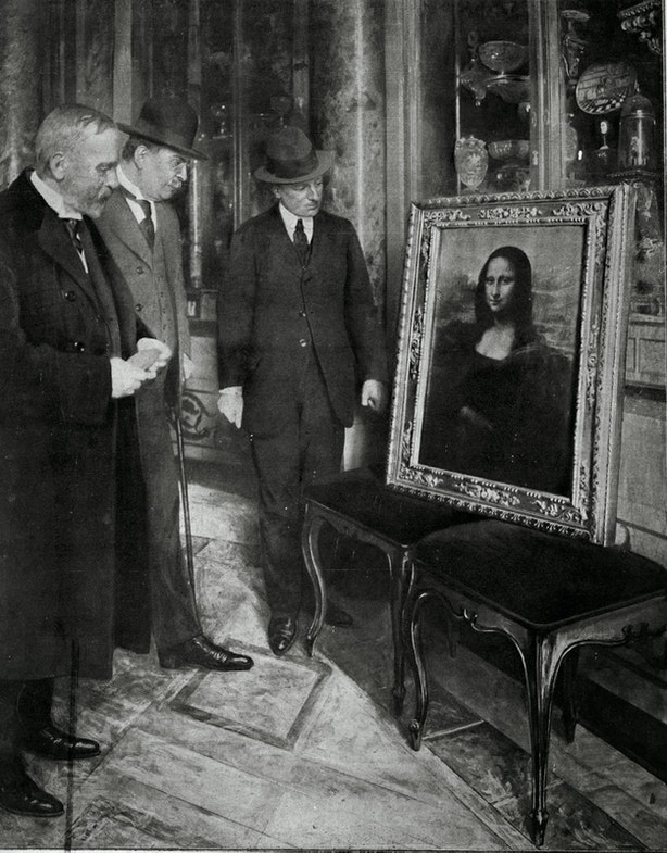 The Mona Lisa on display in the Uffizi Gallery, in Florence, 1913. Museum director Giovanni Poggi (right) inspects the painting