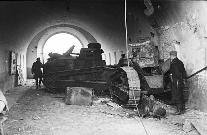 Polish FT-17 tanks used to block successfully the northern gate to Brest Fortress, against German Guderian's forces