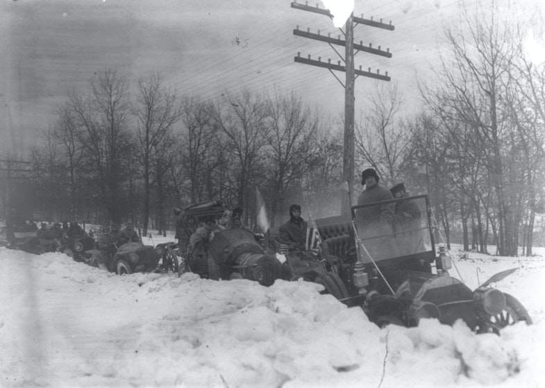 Cars lined up in heavy snow, New York to Paris auto race