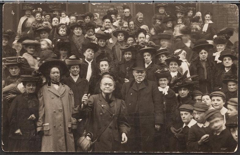 Kerri Neyshn s gruppoy v Rochestere, Nyu-York, 1901 godst dlya perevoda