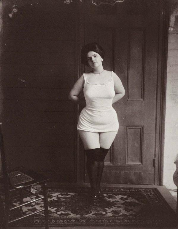 тысячи онлайн старые фото проституток прикольно когжа