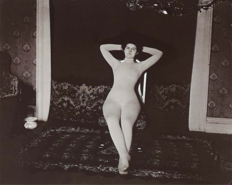 занимаются фото ретро проституток даст знать себе
