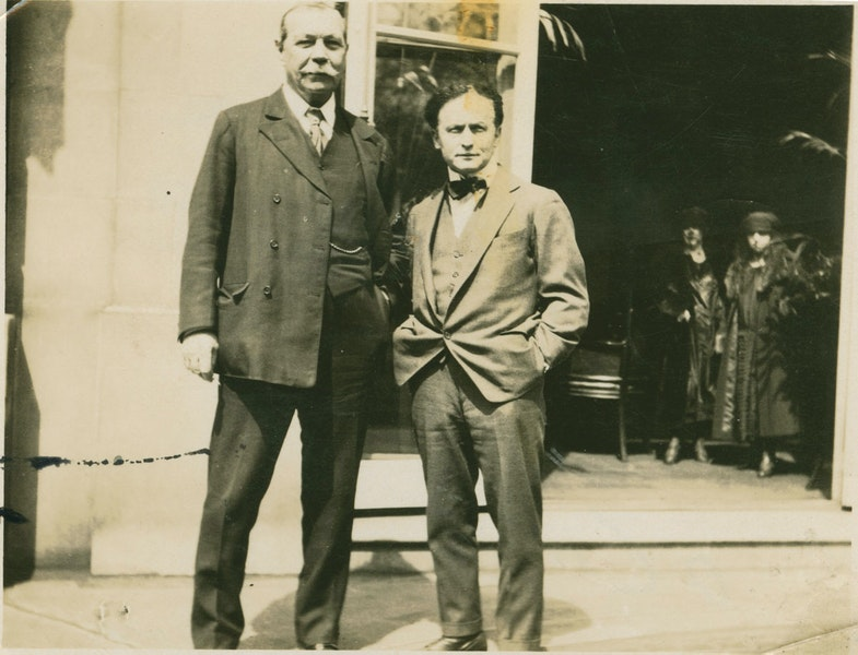 Sir Arthur Conan Doyle and Harry Houdini in America, 1923