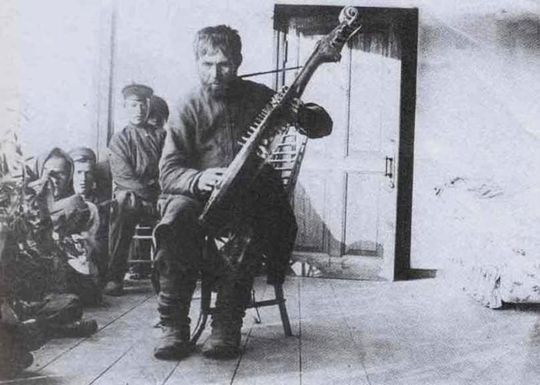 Kobzar Michael S. Kravchenko at the cottage V. Korolenko, 1911