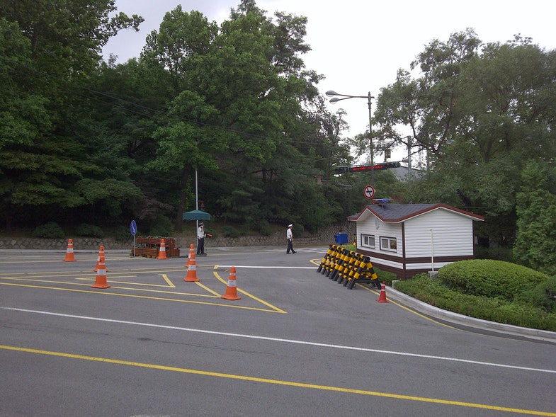 Segeomjeong-Jahamun checkpoint July 2011. White building is a machine-gun bunker. Blue House is in the background