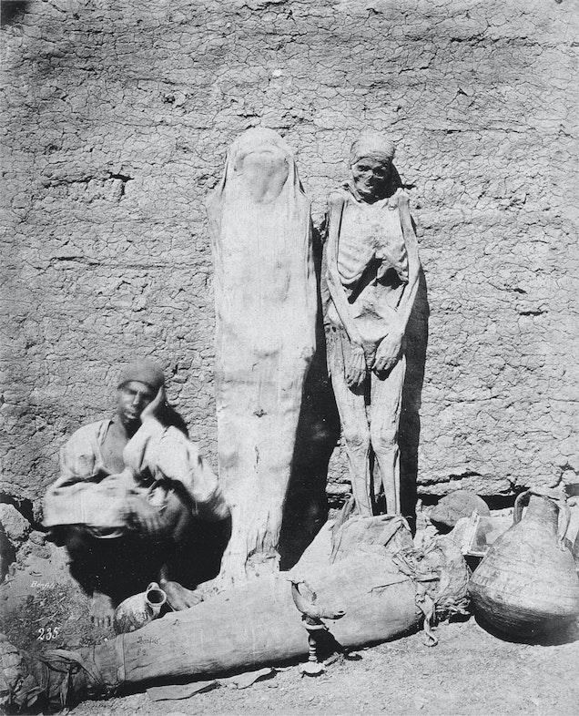 Egyptian mummy seller (1875, Félix Bonfils)