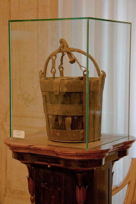 The original bucket is still kept in Modena in the Palazzo Comunale