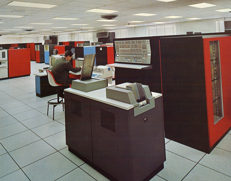 Компьютер IBM 360 Model 75