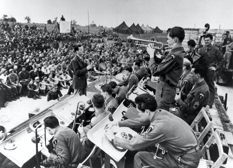 lenn Miller Band performing for soldiers in England, 1943