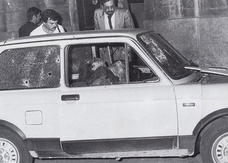 The slain bodies of Carlo Alberto Dalla Chiesa, his wife Emanuela Setti Carraro and the agent Domenico Russo. It was taken on September 3, 1982.