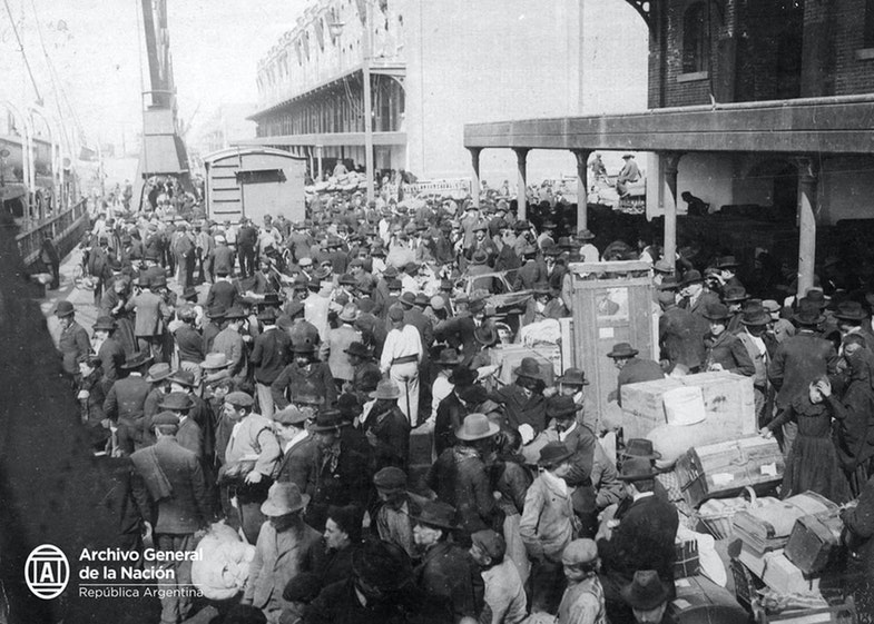 Immigrants in 1912, port of Buenos Aires