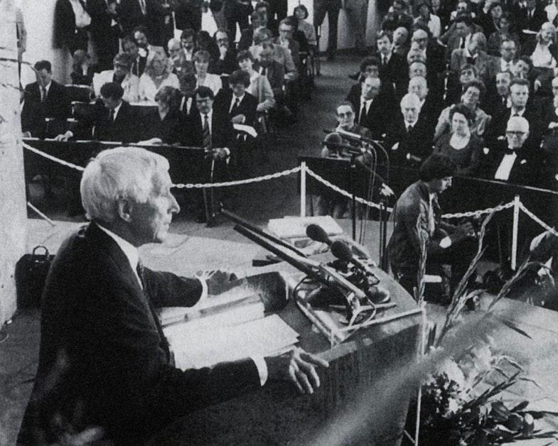 Jünger receiving the Goethe Prize for Literature in Frankfurt, 28 August 1982