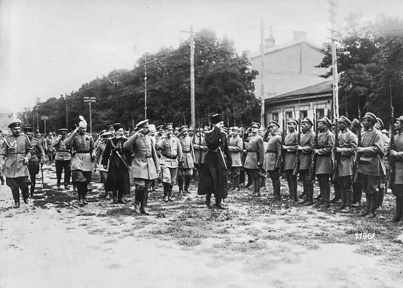 Pavlo Skoropadsky inspects troops from the