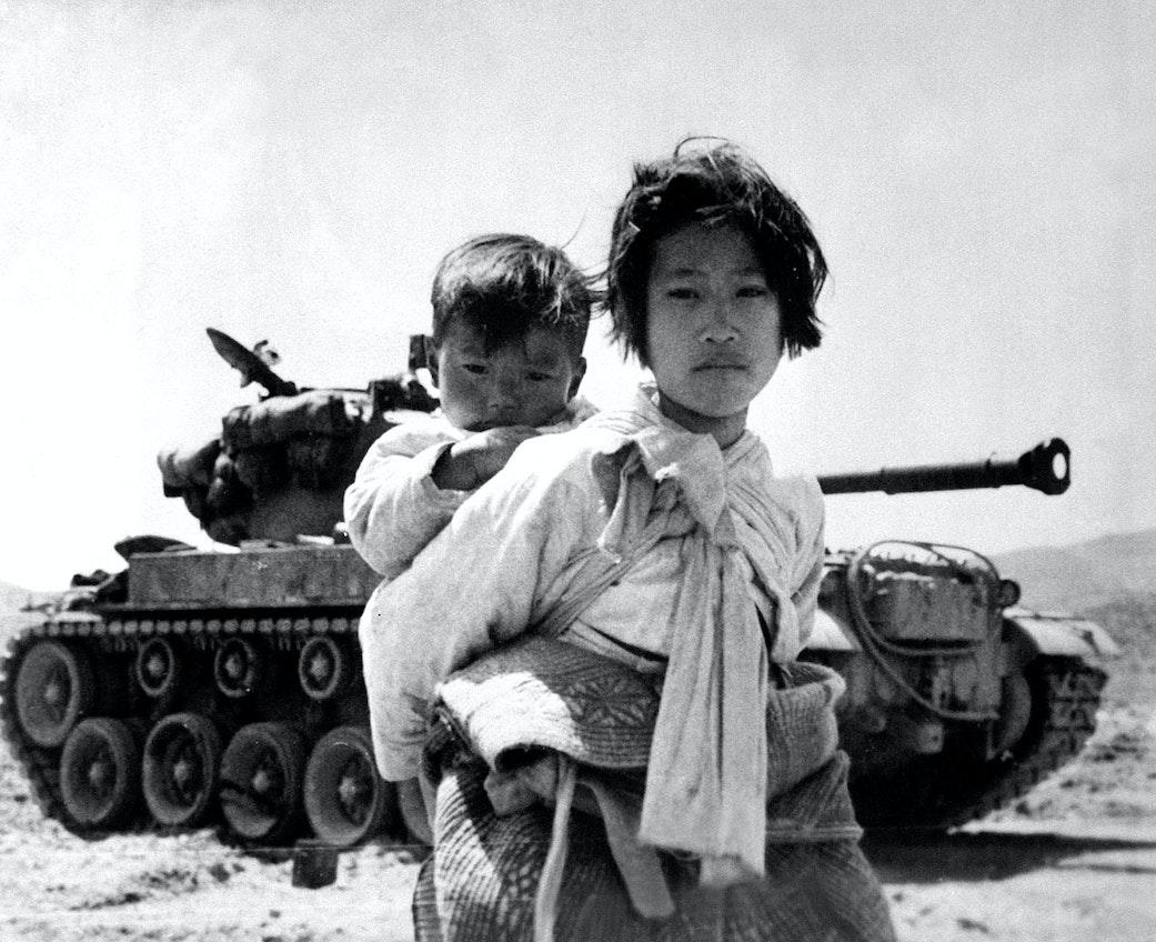 japan-in-the-korean-war-village-girls